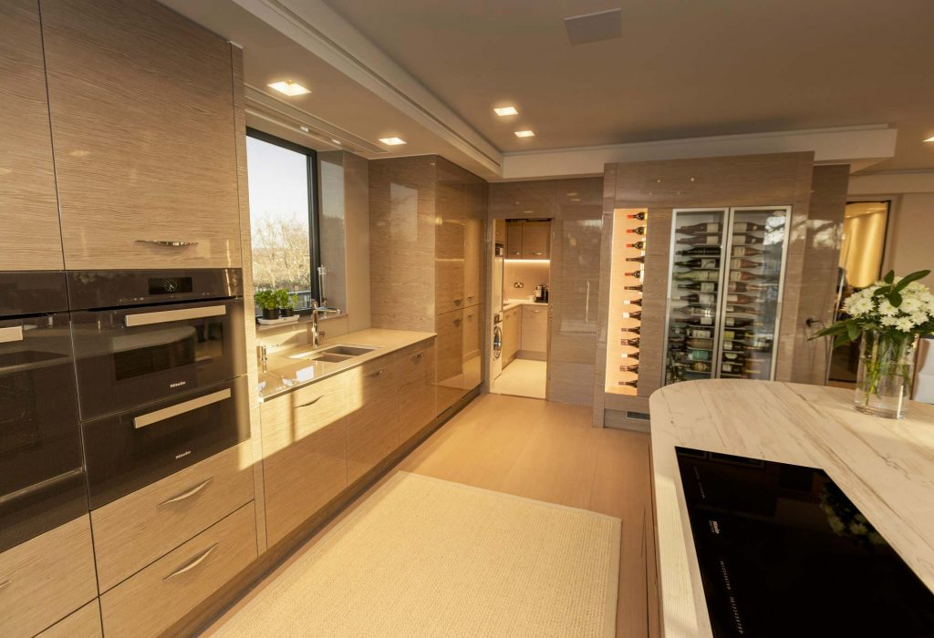 Autograph kitchen in high-gloss finish