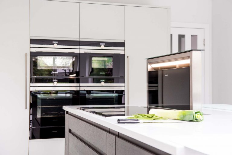 Flow Kitchen with oven, induction hob and retractable downdraft extractor