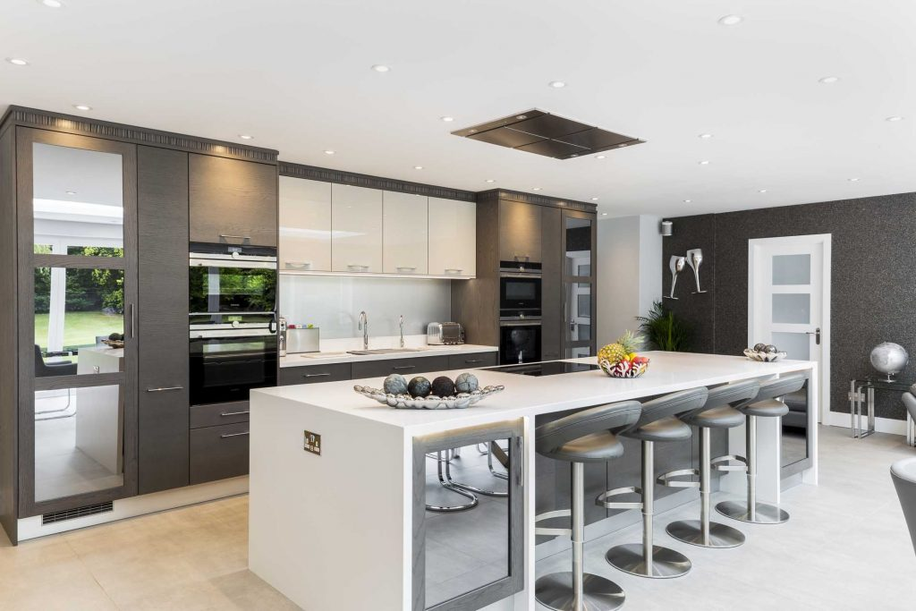 Infinity Kitchen island and cashmere high gloss cupboards