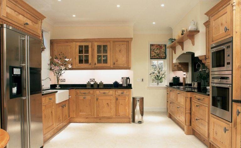 Penshurst traditional kitchen in oak wood