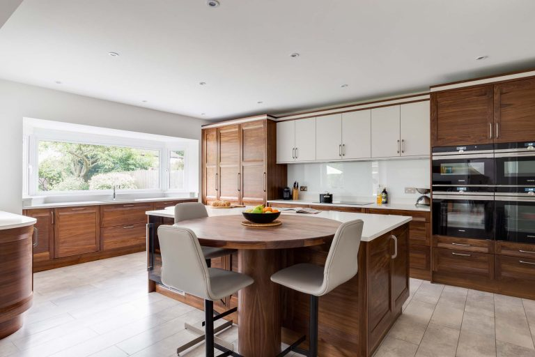 Strata Kitchen full view with island and breakfast table