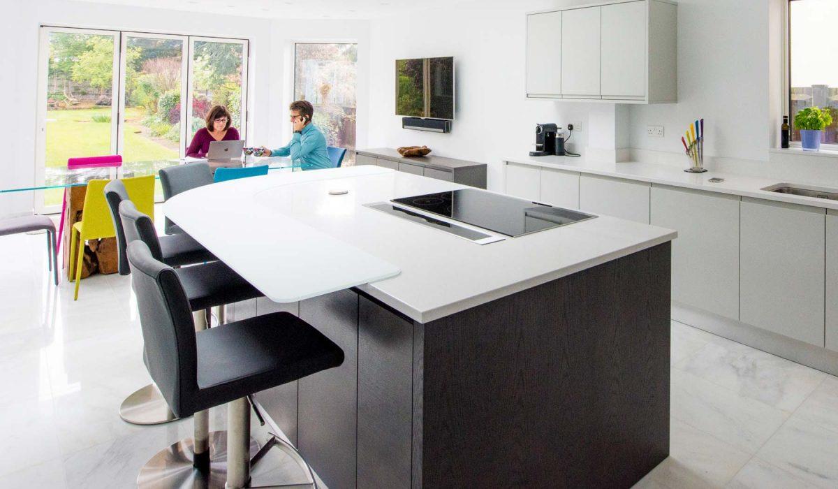 Modern handleless kitchen diner with bi-fold doors - Stoneham Kitchens