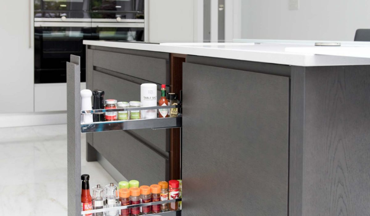 Customer story contemporary Flow kitchen with tall drawer