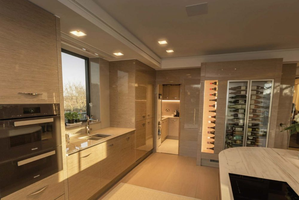Traditional Autograph kitchen customer story with wine fridge