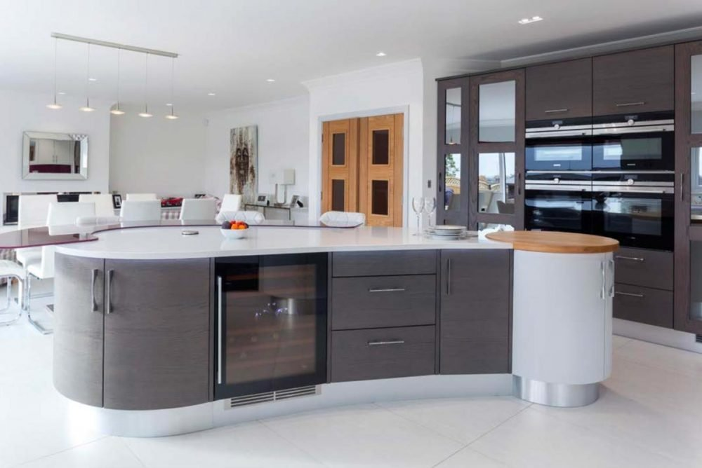 Contemporary kitchen with curved island worktop