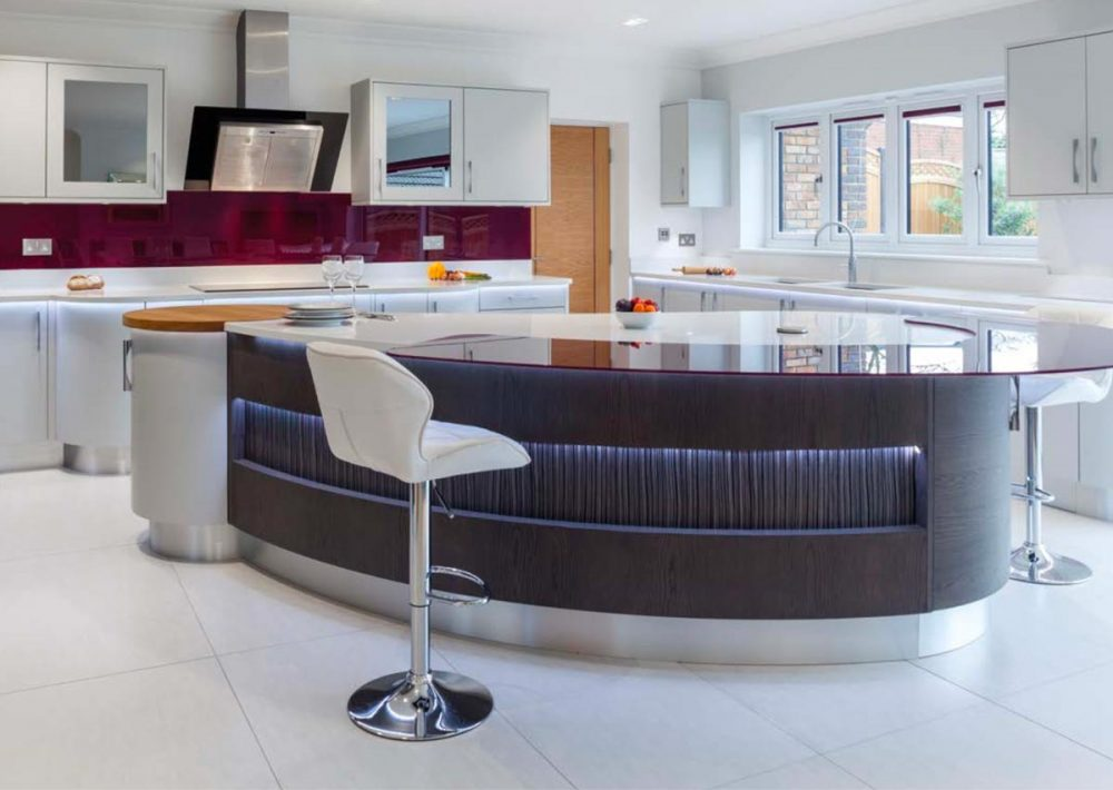 Contemporary kitchen with hihgh-gloss surface