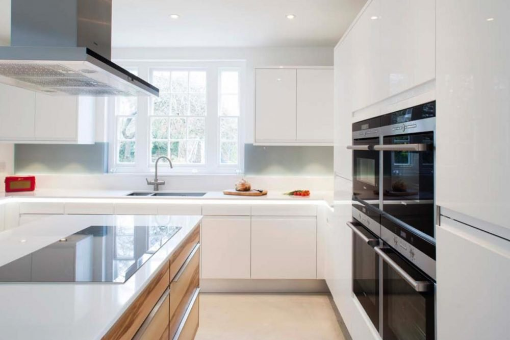 Gloss contemporary kitchen with integrated eye-level ovens