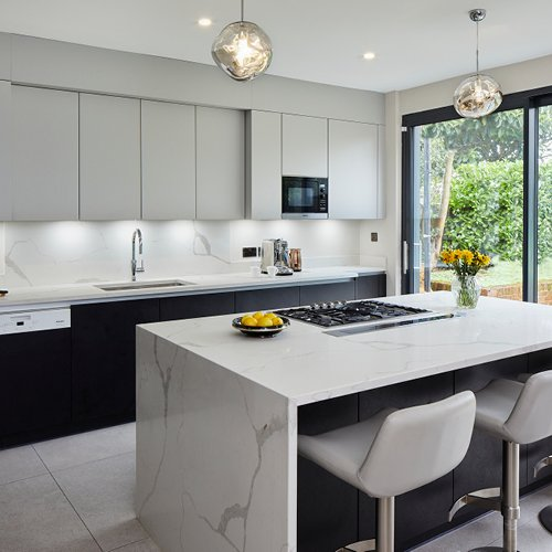 Touch Black TX with Diffuse in Light Grey for a contemporary kitchen