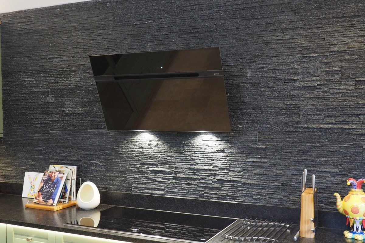 Mandarin Stone Splitface wall in black